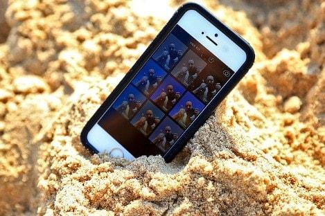 砂の上に置かれている