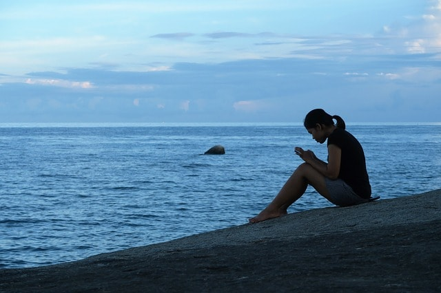 海辺の少女